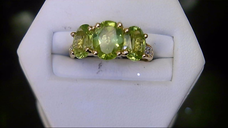LADY'S 14K YELLOW GOLD PERIDOT AND DIAMOND RING