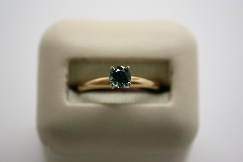 LADY'S BLUE TOPAZ SOLITAIRE RING 10K YELLOW GOLD