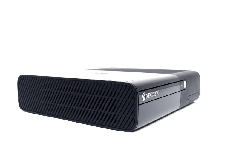 Microsoft Xbox 360 E 1538 Console 4GB Video Game System Bundle>