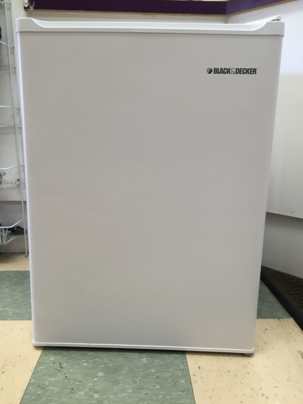 BLACK & DECKER MINI REFRIGERATOR, # BCF27, ITEM IS FOR IN-STORE PICKUP ONLY!