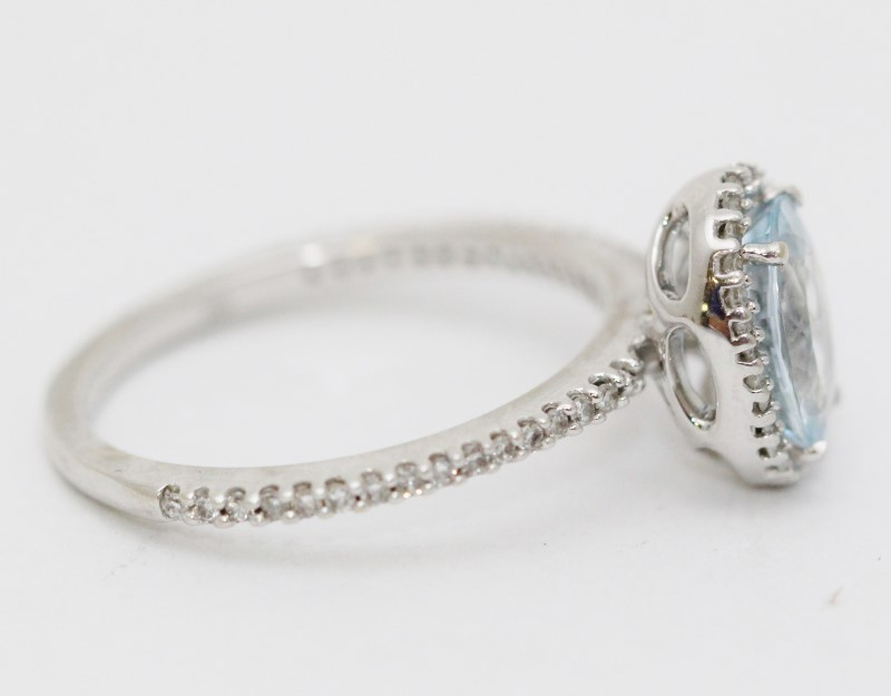 Aquamarine Lady's Stone & Diamond Ring 32 Diamonds 0.32 Carat T.W. 14K White Gol