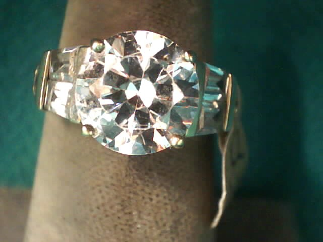 White Stone Lady's Stone Ring 10K Yellow Gold 3.1dwt