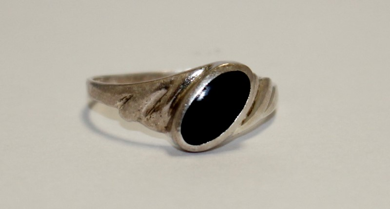 STERLNG SILVER BLACK STONE RING 925 Silver 2.3g Size:8