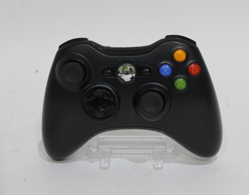 Microsoft Xbox 360 E Console 4GB Game System Bundle (1538) in Box>