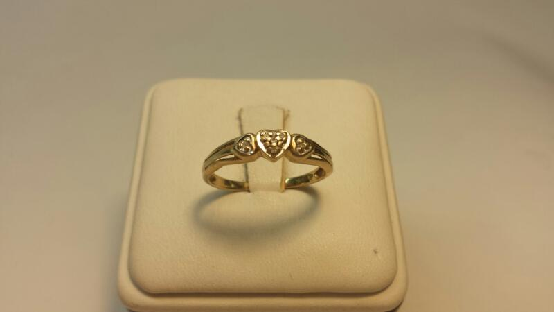 10k Yellow Gold Ring with 6 Diamonds at .06ctw - 1.2dwt - Size 8.5