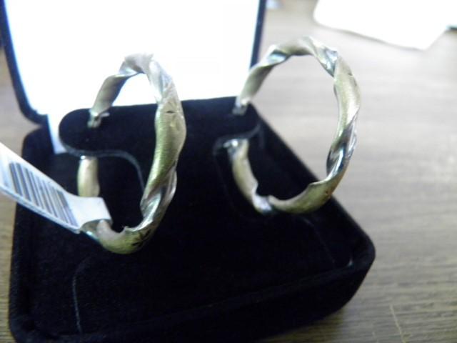 Gold Earrings 10K 2 Tone Gold 3.1g