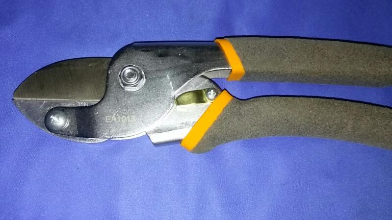 FISKARS Hand Tool HANDHELD CUTTERS