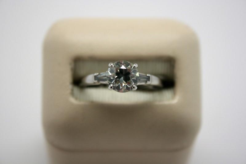 LADY'S 1.23CTW PLATINUM DIAMOND RING