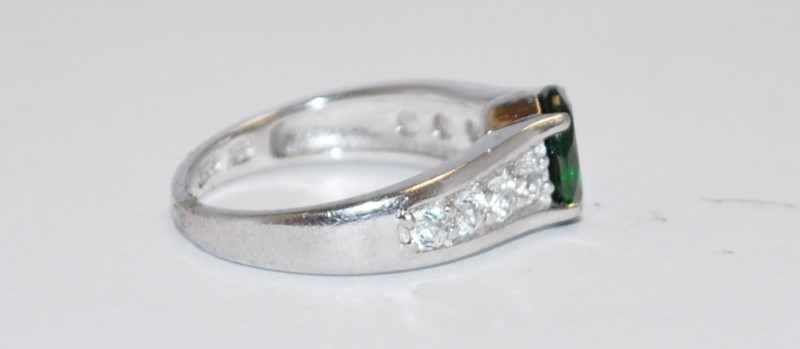 Women's Peg Set Emerald & Channel Set CZ Sterling Silver Ring Size 7