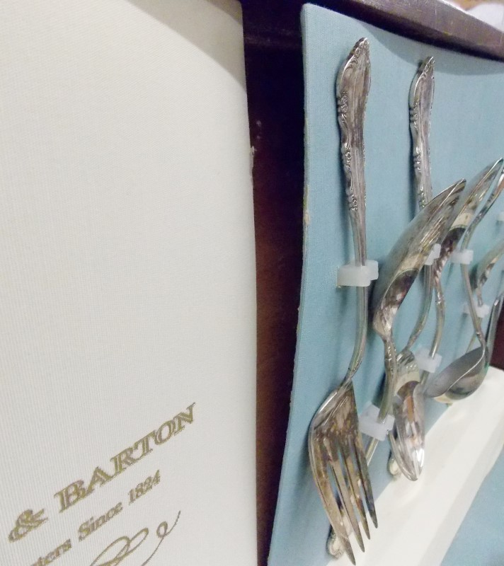 63 PIECE REED & BARTON DRESDEN ROSE SILVERPLATE SILVERWARE SET IN WOOD CASE