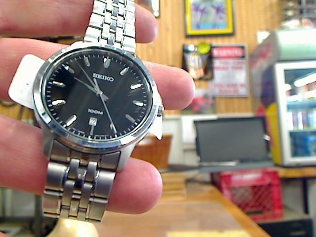 SEIKO Gent's Wristwatch 6N42-00A0