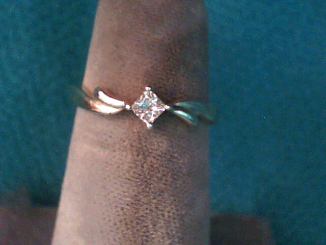 Lady's Diamond Solitaire Ring .11 CT. 10K Yellow Gold 1.3dwt