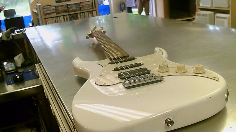 AXL ELECTRIC GUITAR STRAT-COPY WHITE
