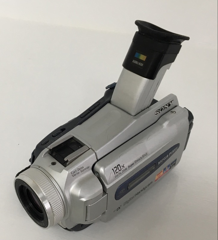 SONY CAMCORDER DCR-TRV25 1 MP MINI DV CAMCORDER *FOR PARTS*