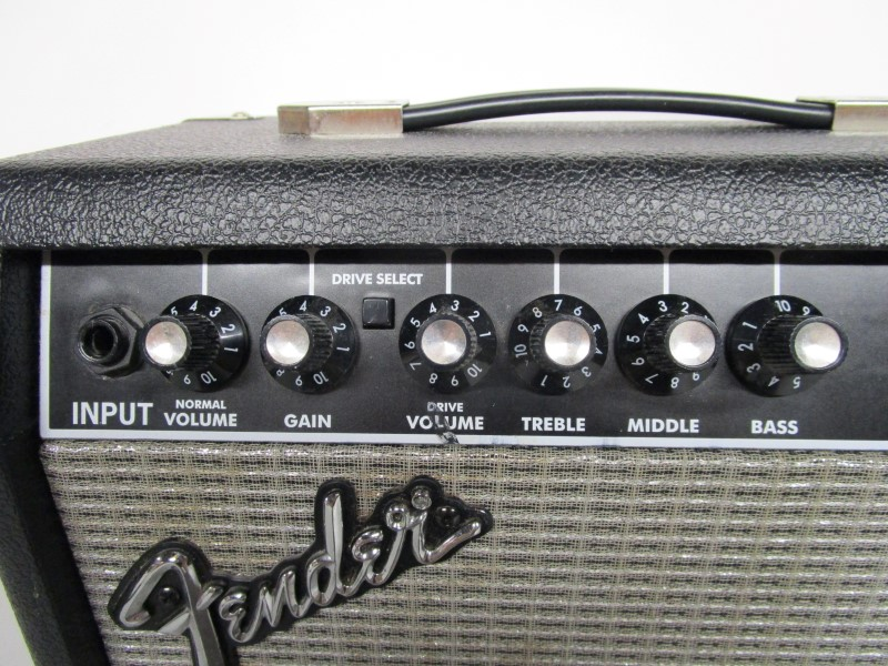 FENDER FRONTMAN 15G GUITAR AMP, TYPE PR 495