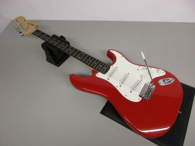 SQUIER STRAT AFFINITY SERIES, RED