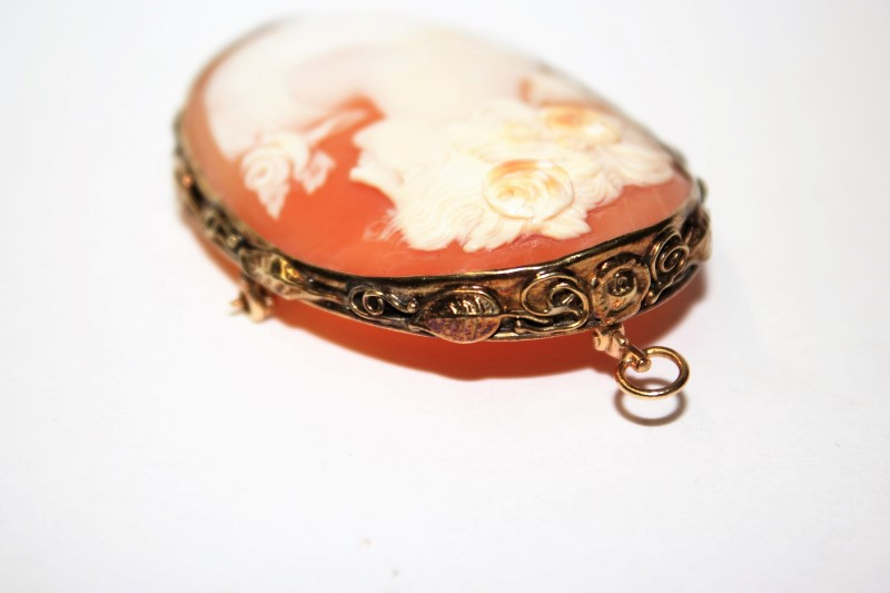 Cameo Gold-Stone Brooch 14K Yellow Gold 15.9g