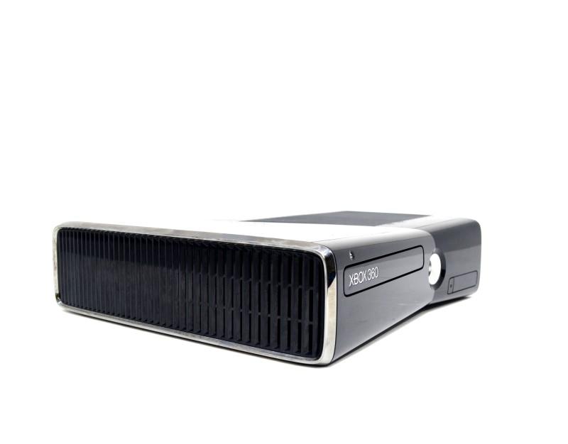 Microsoft Xbox 360 S Model 1439 250GB Glossy Black Console Bundle *