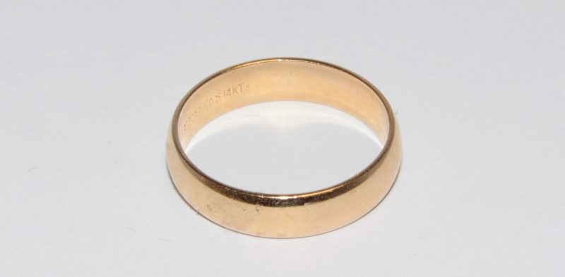 14K Men's Yellow Gold Wedding Band Size 9.5