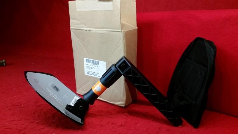 Gerber Folding Entrenching E-Tool Folding Shovel Spade w/ Nylon Sheath