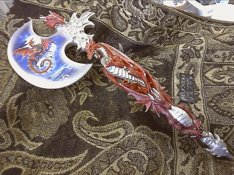 Glass/Pottery RED DRAGON