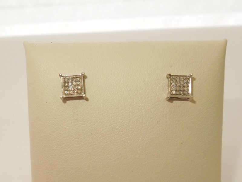 Gold-Diamond Earrings 32 Diamonds .160 Carat T.W. 14K White Gold 0.8g