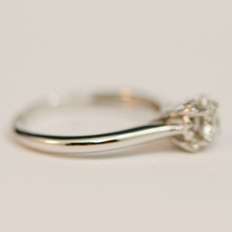 10K W/G Round Brilliant Diamond Ring Set on Weaving Heart Size 7