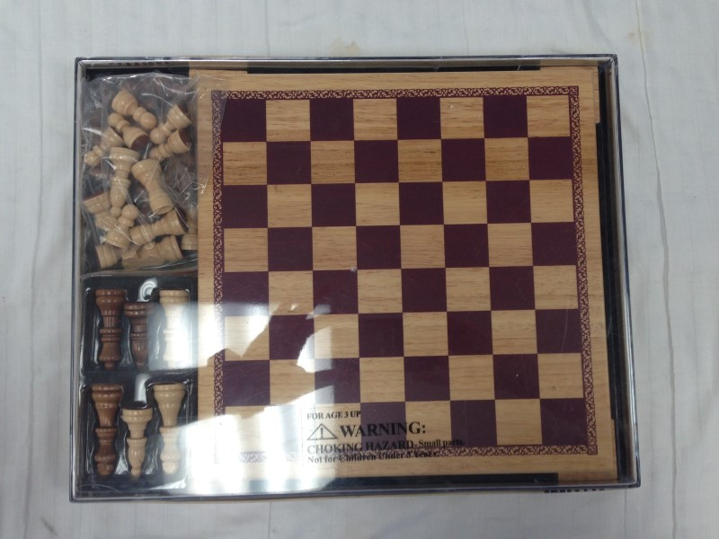 NEW SEALED 2004 THE WOODFIELD COLLECTION WOOD CHESS & CHECKERS BOARD GAME SET