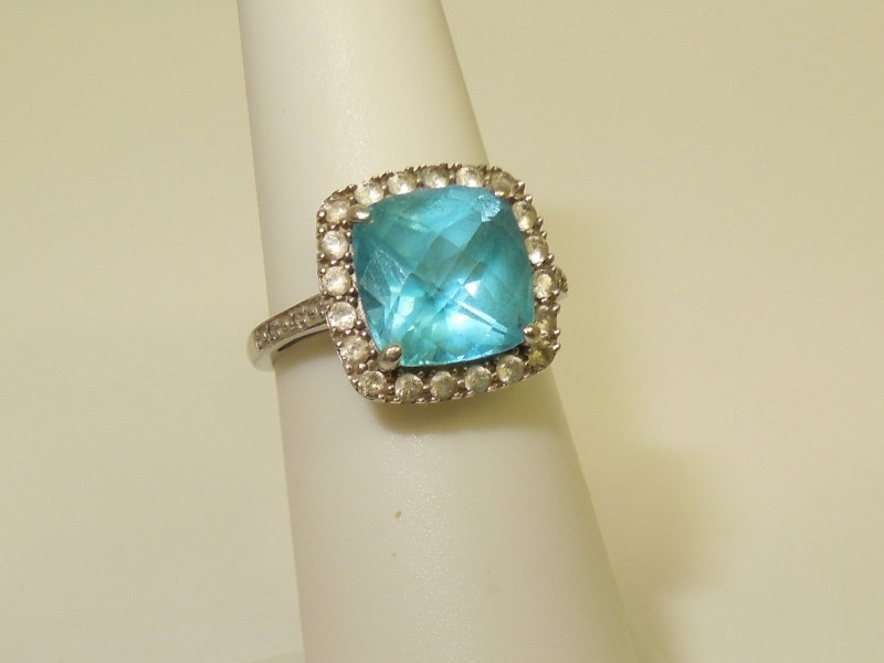 Synthetic Paraiba Tourmaline Lady's Stone Ring 10K White Gold 2.8g