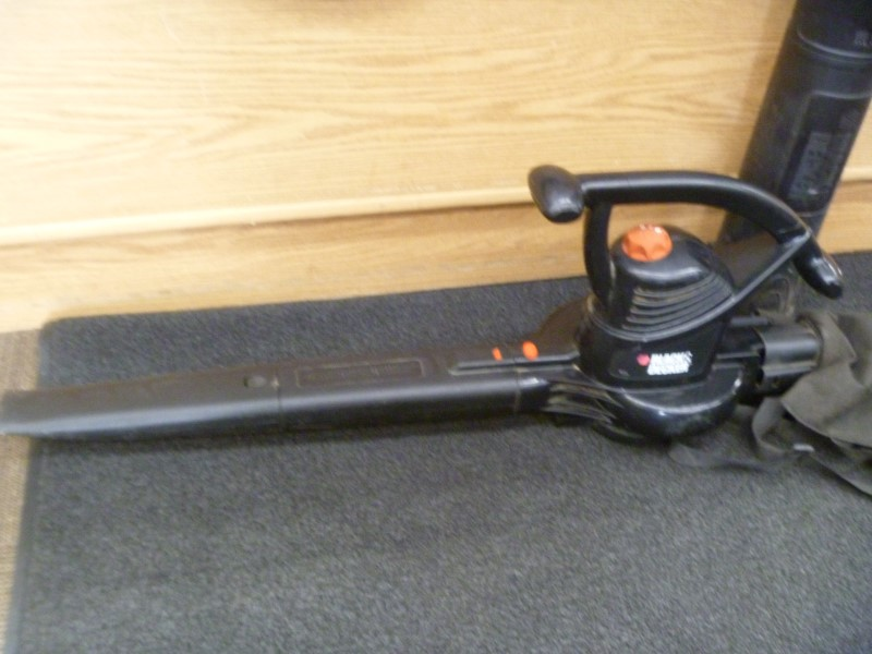 BLACK & DECKER BV3100 12-AMP 300-CFM 210-MPH SWEEPER CORDED ELECTRIC LEAF BLOWER