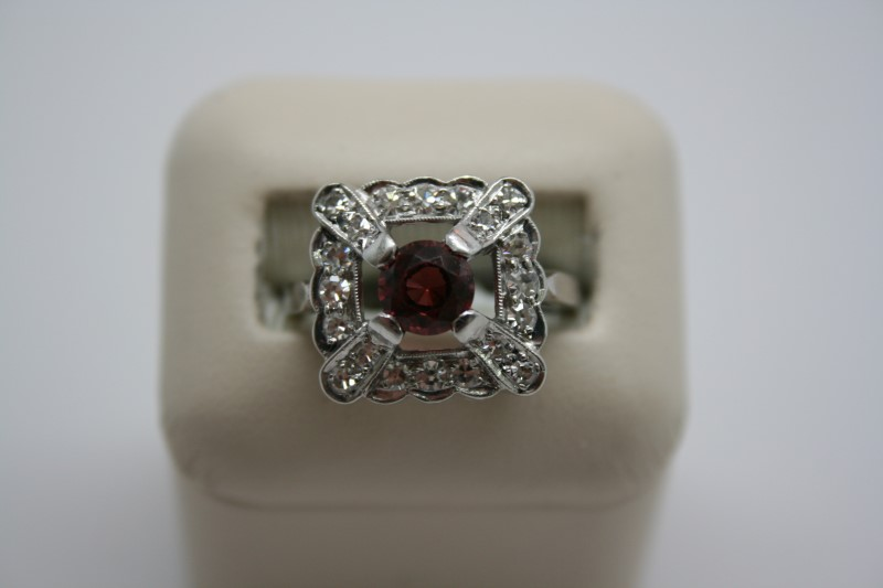 LADY'S DIAMOND & GARNET PLATINUM RING