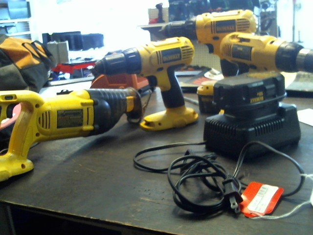 DEWALT Cordless Drill DW056/DC759/DW936