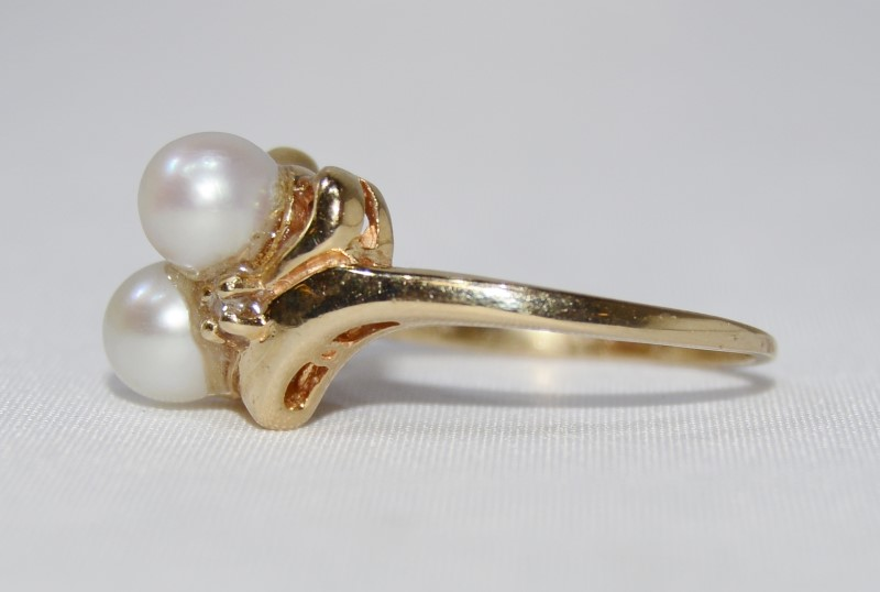 14K Yellow Gold Double White Pearl Sash & Diamond Ring Size 7.5