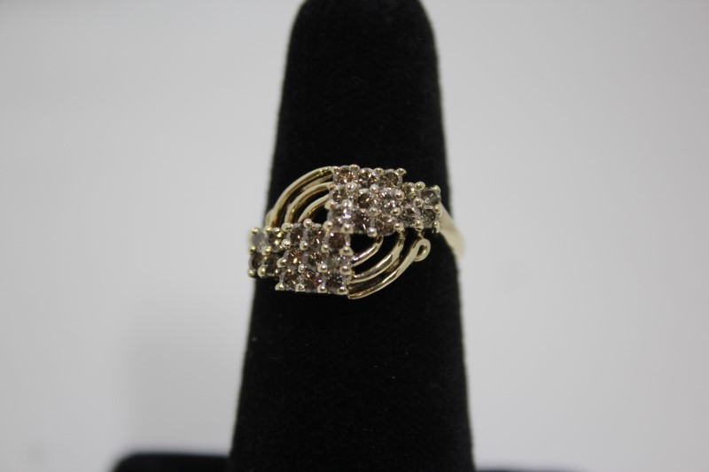 Lady's Diamond Cluster Ring 26 Diamonds 1.04 CTW 14K Yellow Gold 4.7g Size: 7.5