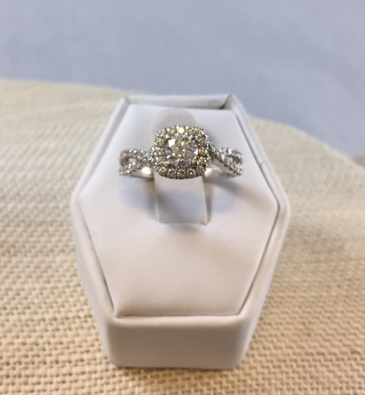 Gorgeous 14K White Gold Halo 1/2 Carat Diamond Engagement Ring Band (Size 7)