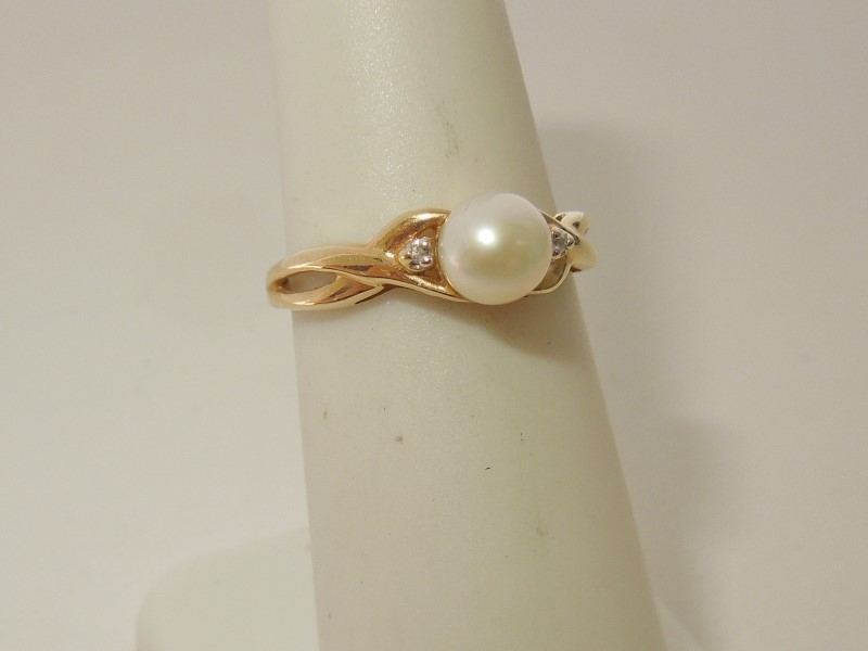 Pearl Lady's Stone & Diamond Ring 2 Diamonds .02 Carat T.W. 10K Yellow Gold