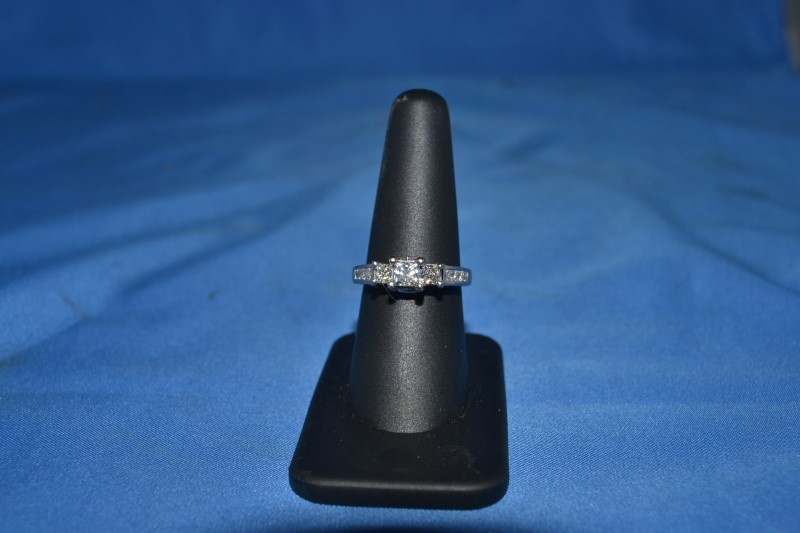 Lady's Diamond Engagement Ring 13 Diamonds .81 Carat T.W. 14K White Gold 4.6g