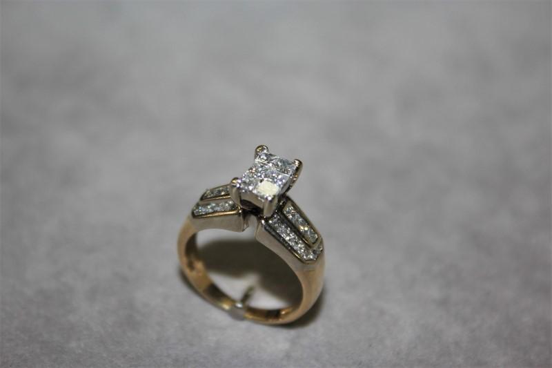 Lady's Diamond Cluster Ring 34 Diamonds .92 Carat T.W. 14K Yellow Gold 5.2g