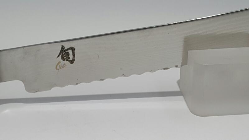 "Shun Classic 9"" Bread Damascus Knife (DM0705)"