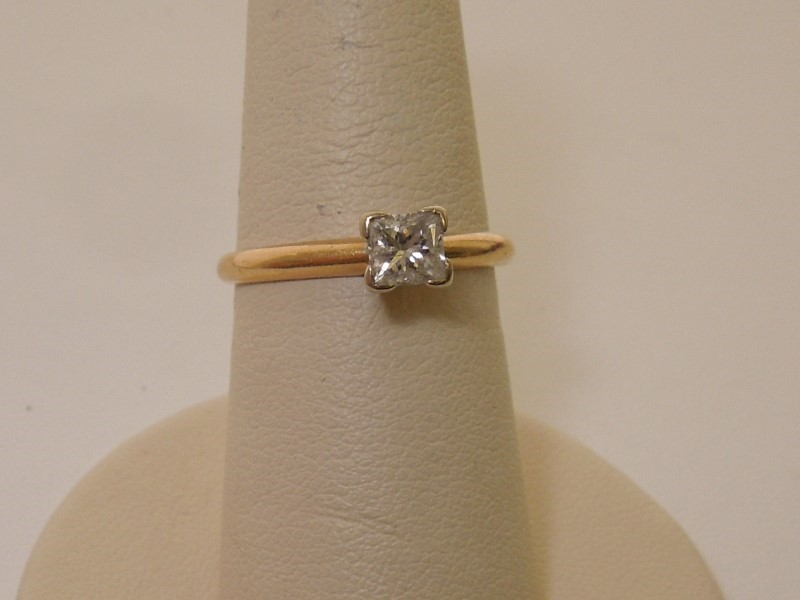 Lady's Diamond Engagement Ring .46 CT. 14K Yellow Gold 2g
