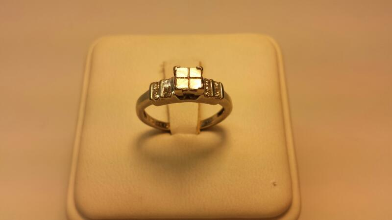 14k White Gold Engagement Ring 12 Diamonds .84CTW Size 4