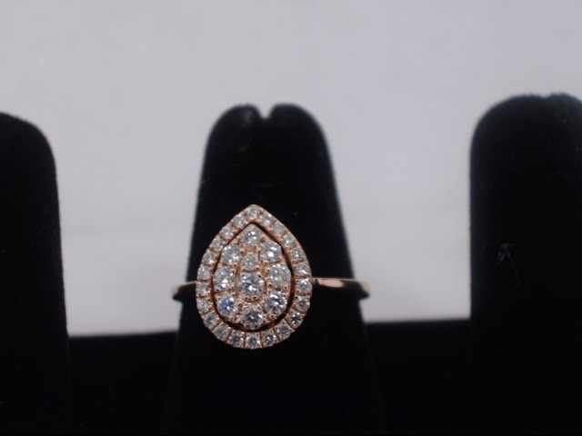 Lady's Diamond Cluster Ring 32 Diamonds 1.12 Carat T.W. 14K Rose Gold 3.1g