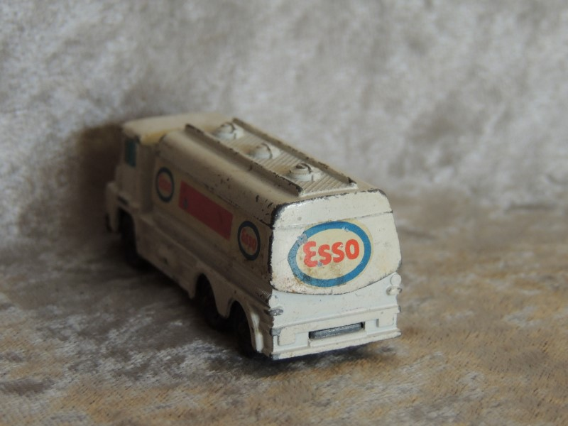 Husky Models Tanker Esso Great Britain - Vintage