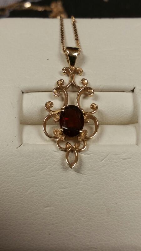 Red Stone Stone Necklace 14K Yellow Gold 1.7dwt