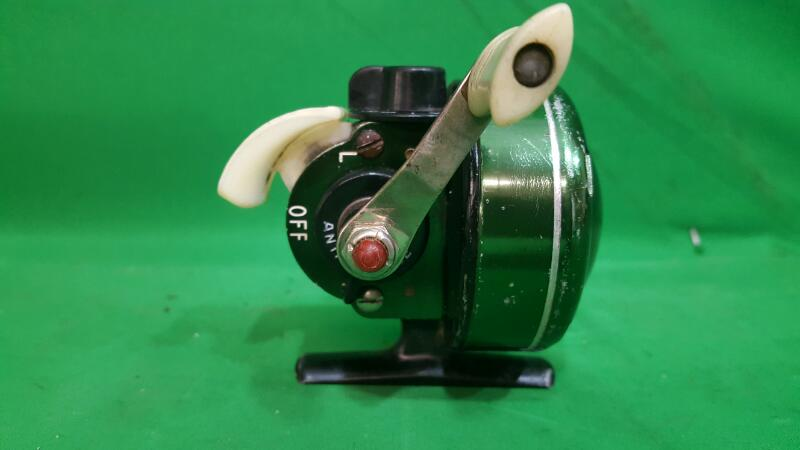 Vintage Johnson Century, Model 100 B Spin Cast Reel