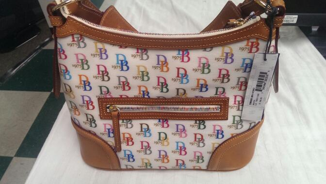 DOONEY & BOURKE DB75 WHITE SIGNATURE HOBO HANDBAG DM960