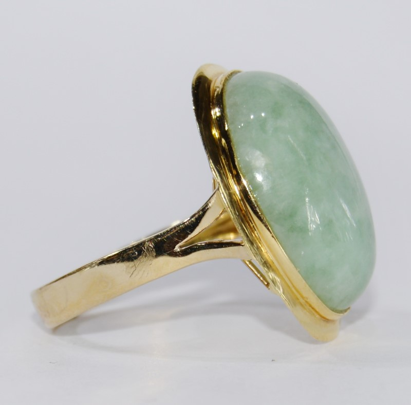 14K Yellow Gold Full Bezel Cathedral Set Light Green Jade Cocktail ring Size 7
