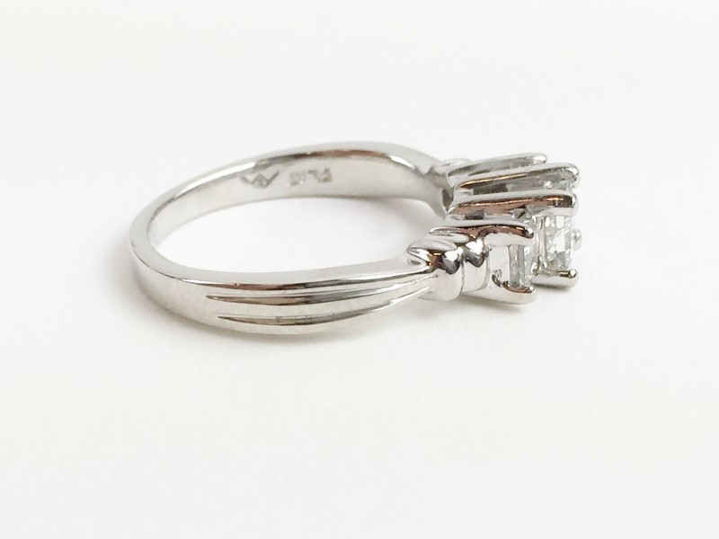 LADY'S PLATINUM 3 STONE PRINCESS CUT DIAMOND RING .74CTW 6.51G