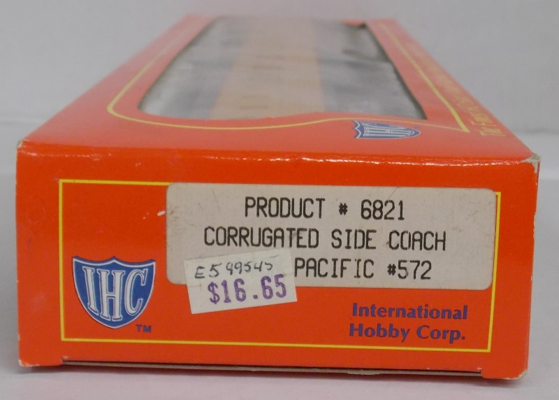 IHC PRODUCT #6821 CORRUGATED SIDE COACH UNITED PACIFIC #572