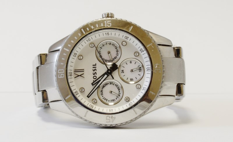 MEN'S FOSSIL WRISTWATCH #ES3098, SILVER BEZEL, GOOD CONDITION